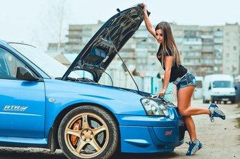 Девушка-автомобилист. Могут укарасть вместе с автомобилем. На помощь - GPS-маяк