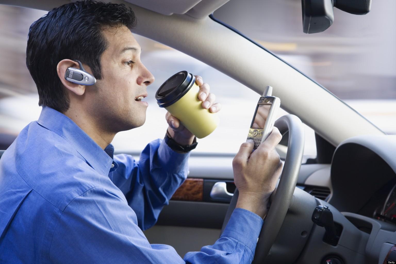 Телефон за рулем отвлекает водителя