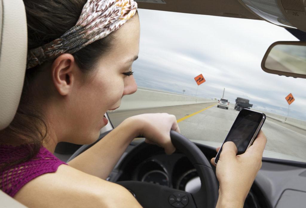 Мобильный телефон — не друг водителя!