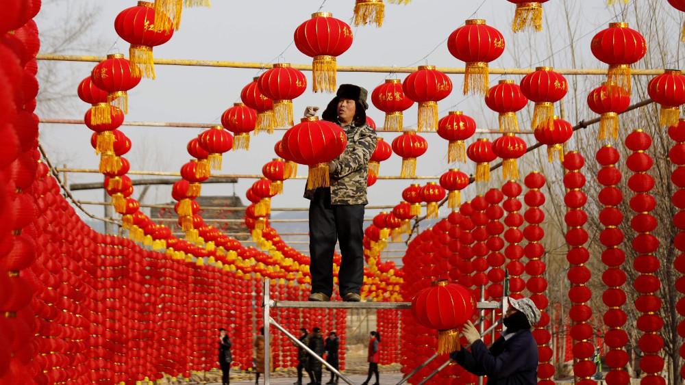 Под присмотром GPS: китайским заключенным разрешили встречать Новый год дома
