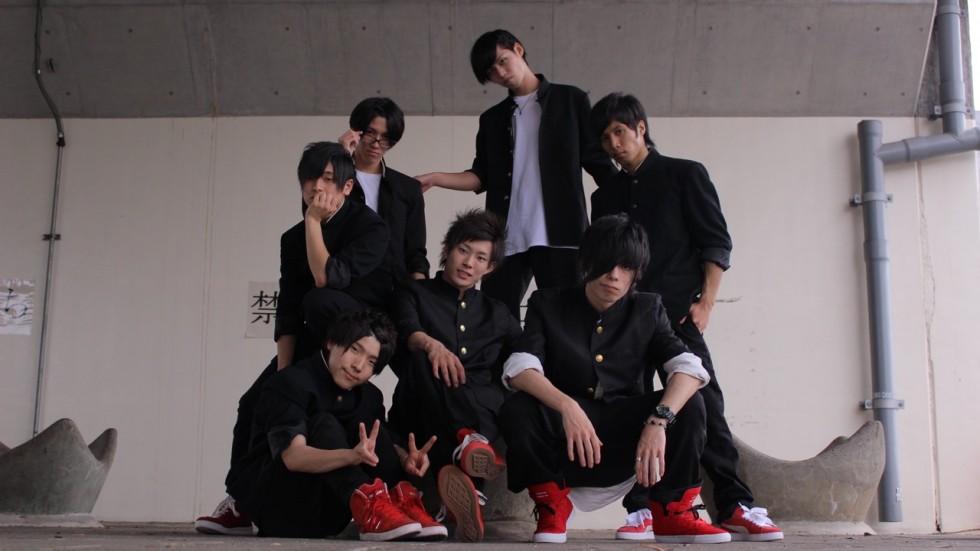 японская танцевальная группа