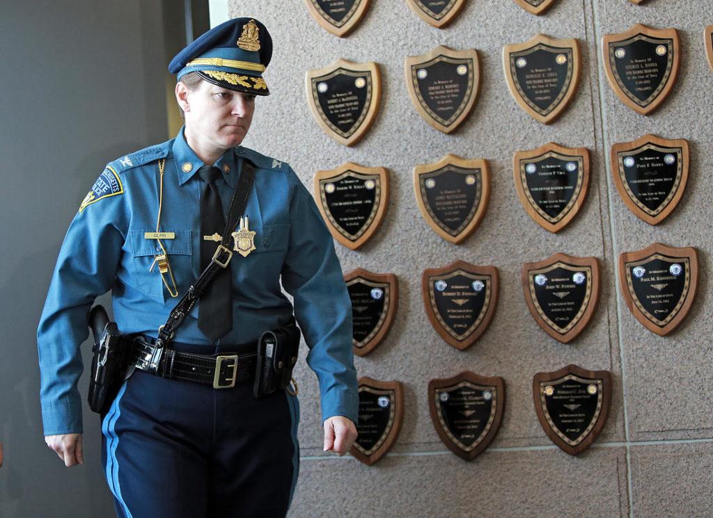 США: полицейских в штате Массачусетс заставят носить экшн-камеры