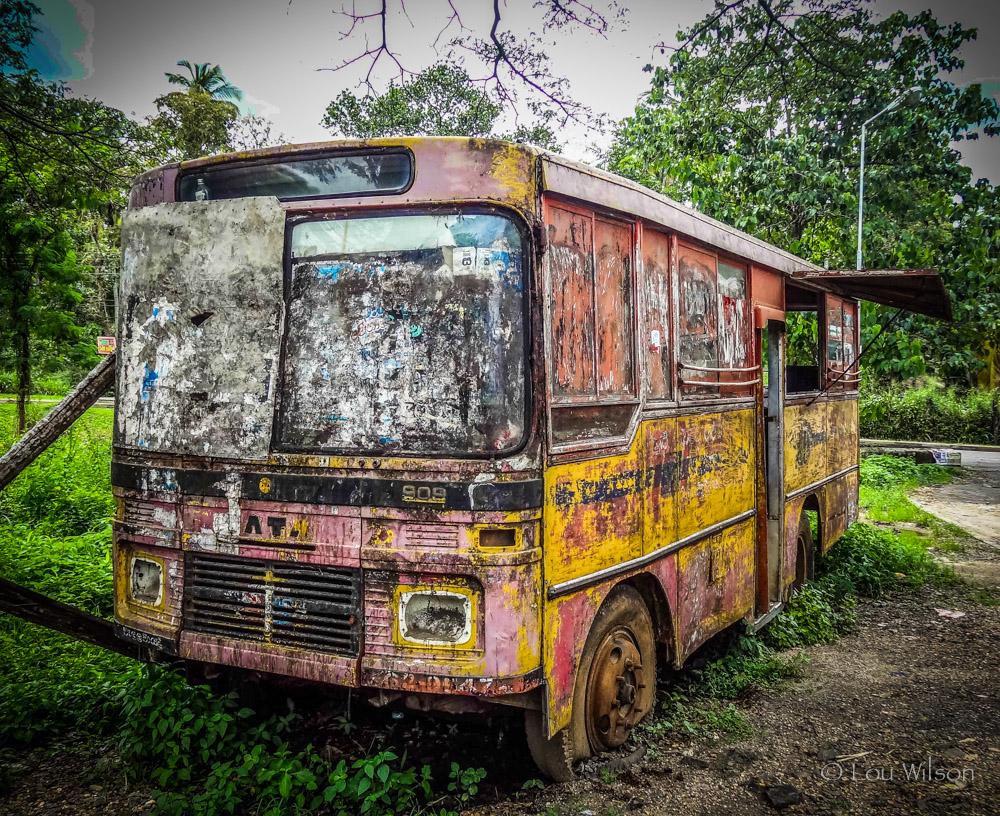 заброшенный автобус