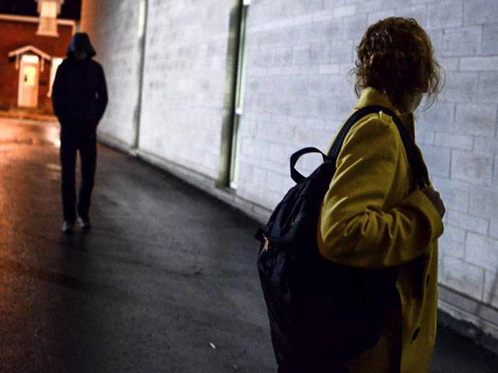 Великобритания: GPS-маяки помогут оповестить жертв преследователей