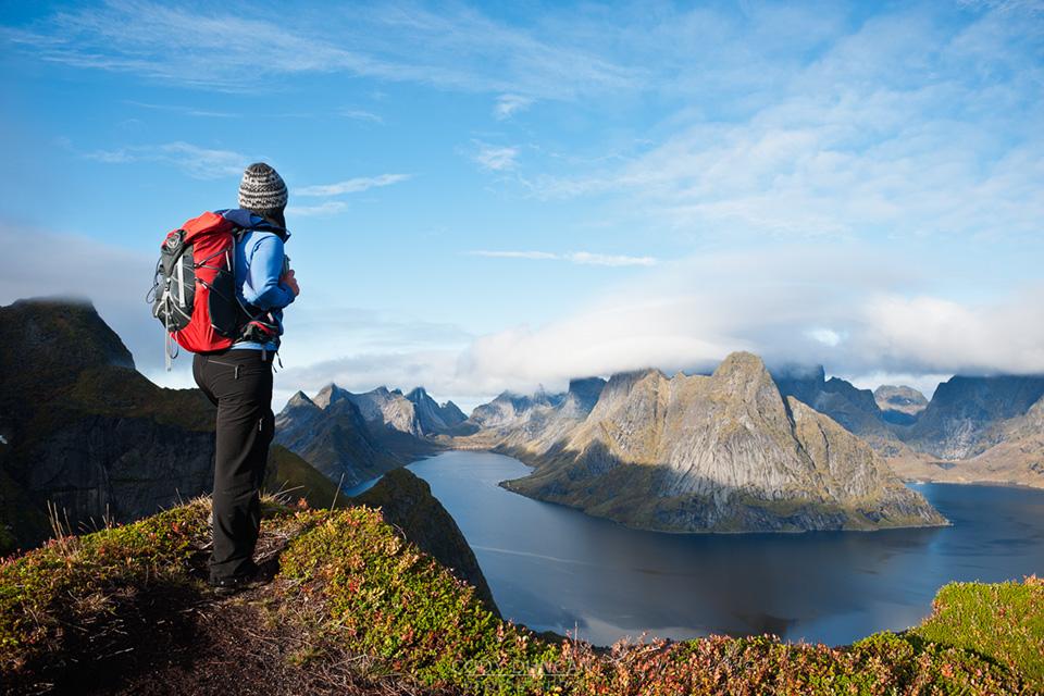 путешественница в горах
