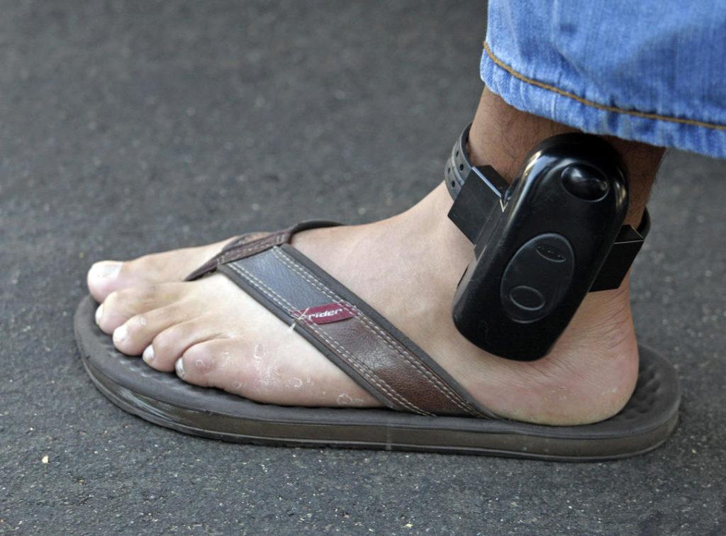 GPS браслет на ноге